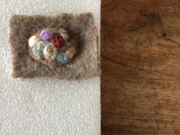 羊毛フェルトブローチ 作り方
