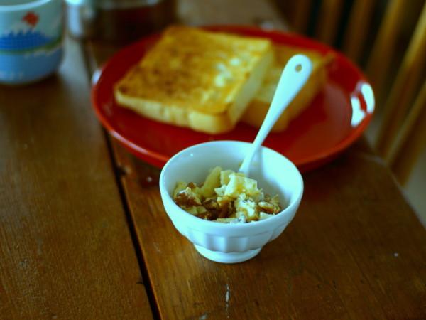ブルーチーズとくるみとメープルシロップのおやつ