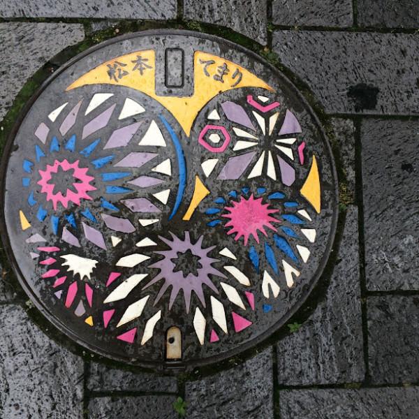 松本のマンホールのふた