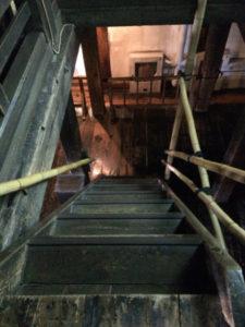 松本城急な階段