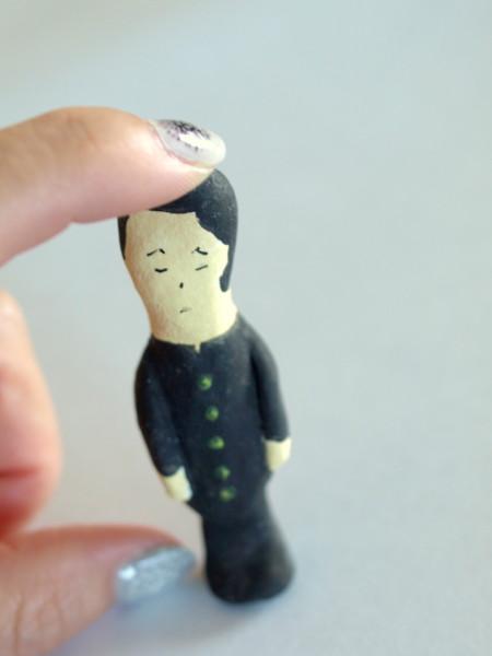 紙粘土で作った人形